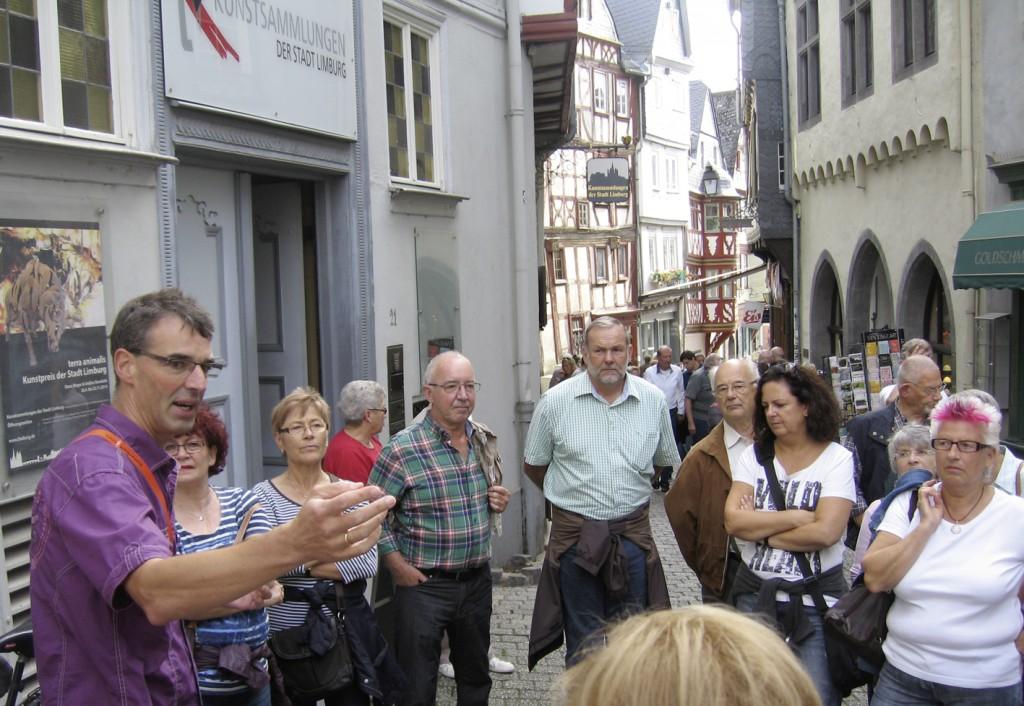 Mario Iltisberger vor dem historischen Rathaus.